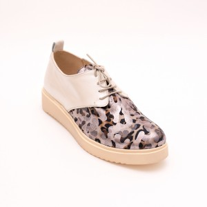 Casual Cream shoes with laces
