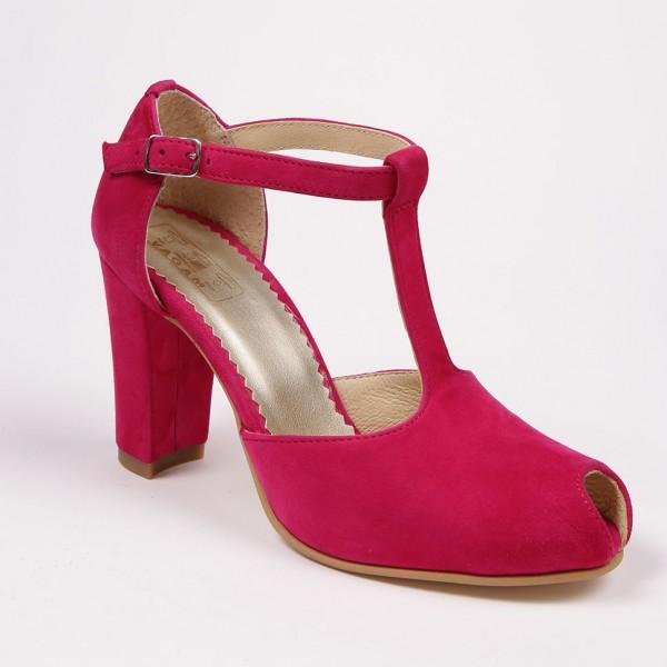 Pantofi fucsia decupati