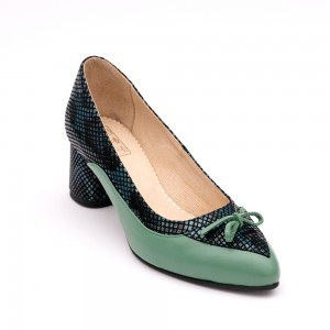 Tick heel green shoe