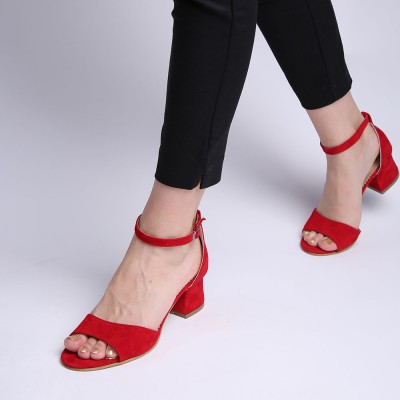 Red sandals with thick heel